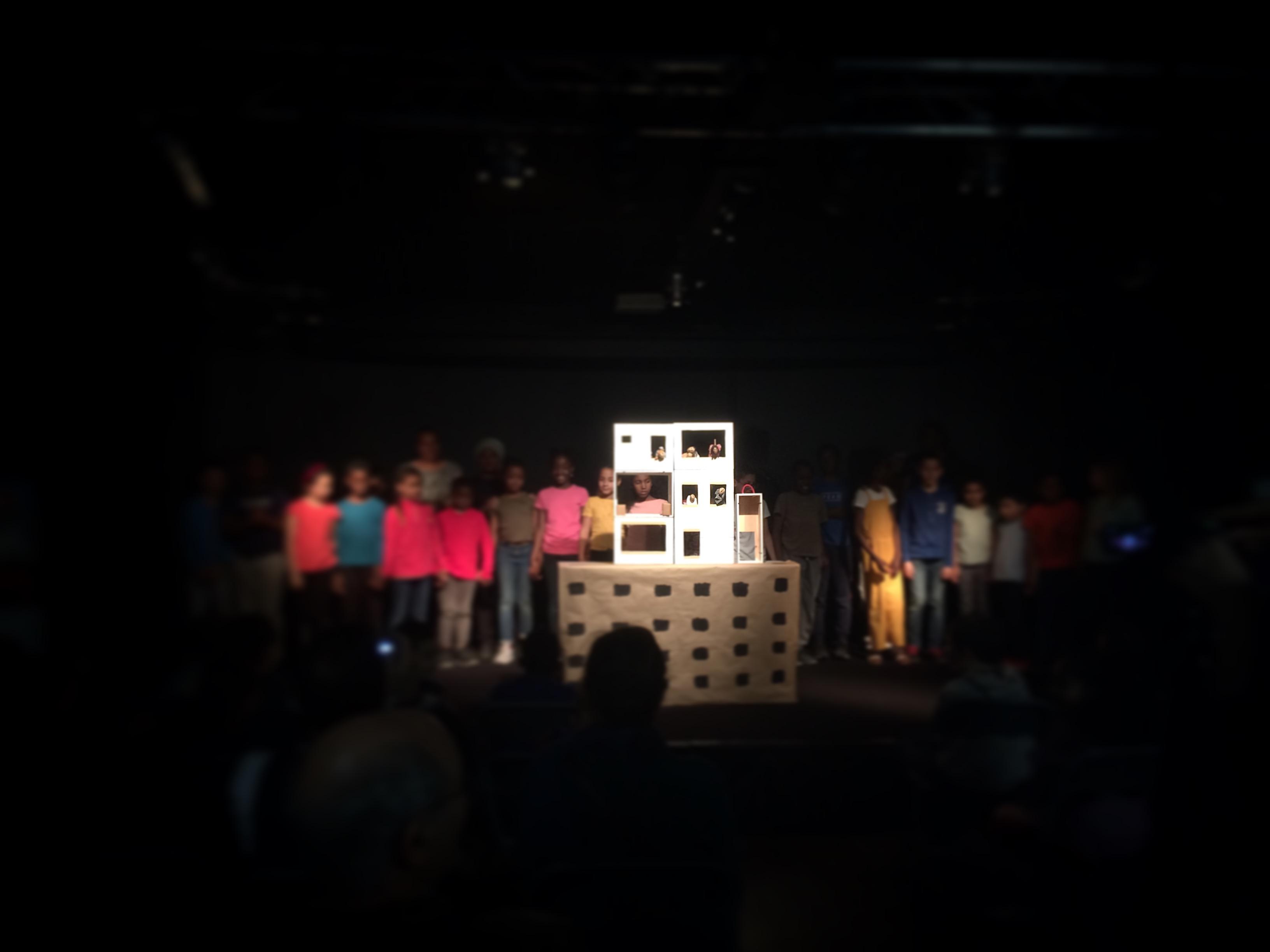 théâtre et témoignages enfants adultes ASL projet social et culturel théâtre compagnie atelier sur scène